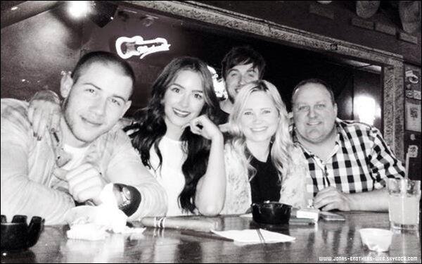 Le 25 Mai 2014 | Nick, Olivia et leurs amis à Dallas.