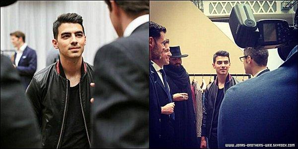 Le 21 Juin 2014 | Joe a été au défilé de la Fashion Week à Milan pour DETAILS Magazine.