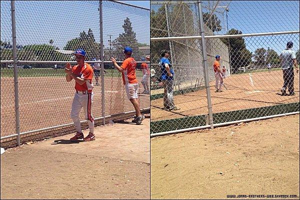 Le 22 Juin 2014 | Nick a fait un match de Baseball à Los Angeles.