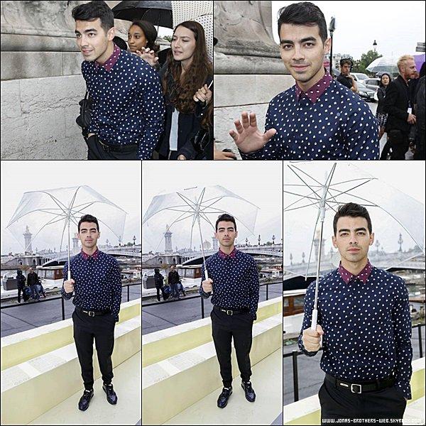 Le 27 Juin 2014 | Joe a été vue en balade dans Paris, France.