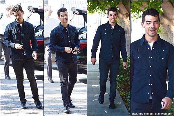 Le 30 Juin 2014 | Joe et un ami sont allé déjeuner chez Hugo's à Los Angeles.