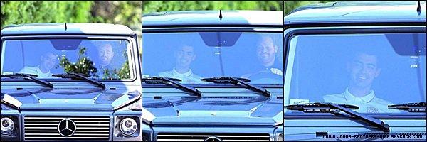 Le 01 Juillet 2014 | Joe et John Taylor en voiture dans West Hollywood.