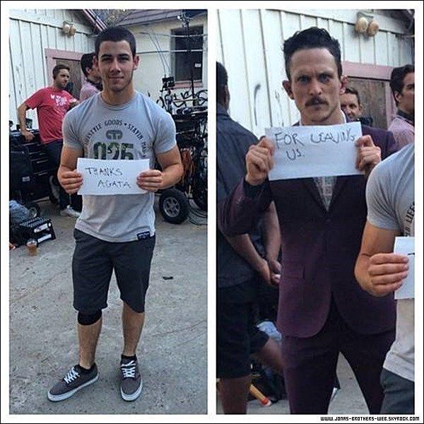 Le 03 Juillet 2014 | Nick sur le tournage de la série Kingdom à Los Angeles.