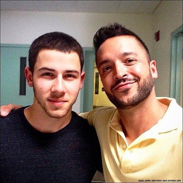 Le 09 Juin 2014 |  Joe sortant du coiffeur dans West Hollywood.