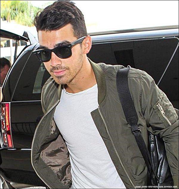 Le 06 Août 2014 | Joe, retournant à sa voiture à Los Angeles.