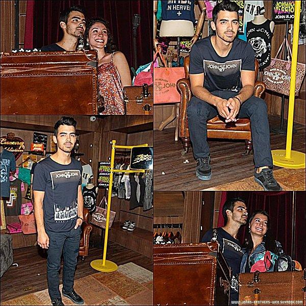Le 20 Août 2014 | Joe est allé à la soirée Johnjohndenim's à Sao Paulo, Brésil.