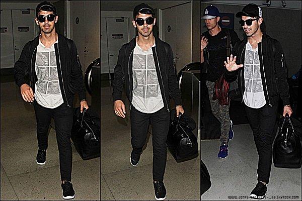 Le 25 Août 2014 | Joe arrivant à l'aéroport de LAX, Los Angeles.