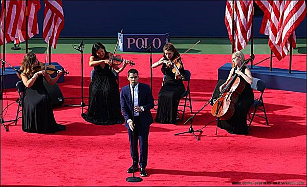 "Le 07 Septembre 2014 | Nick a chanté ""God Bless America"" à l'U.S Open, New York."