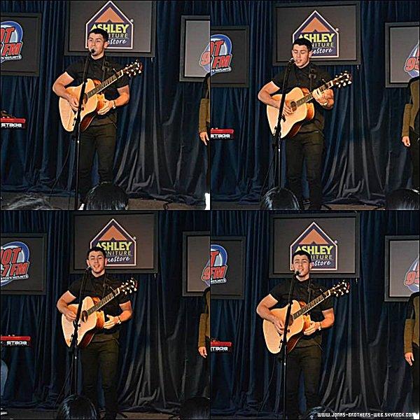 Le ?? Septembre 2014 | Ashley Furniture Homestore Listener Lounge Presents: Nick Jonas.