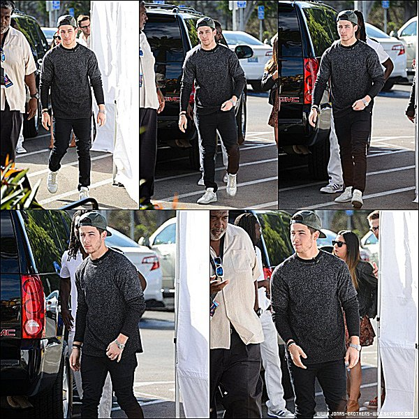 Le 30 Octobre 2014 | Nick arrivant au The Troubadour dans West Hollywood.