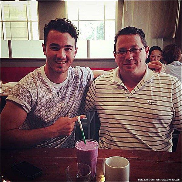 Instagram | Papa Jonas a posté cette photo sur son compte.