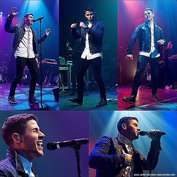 Le 04 Novembre 2014   Nick est allé au Topshop Topman New York City.
