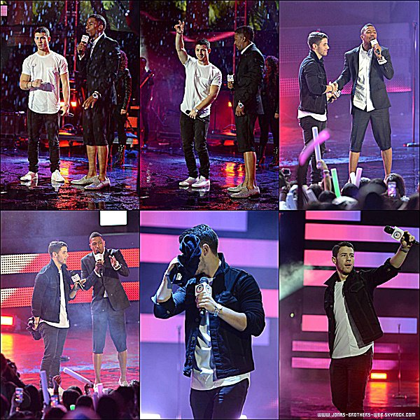 Le 09 Novembre 2014 | Nick est allé au MTV EMA Kick Off à Miami, sous la pluie.