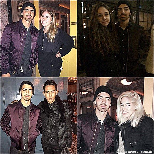 Photos | Joe a posé avec des fans.
