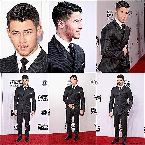 Le 23 Novembre 2014 | Nick est allé au 2014 American Music Awards.