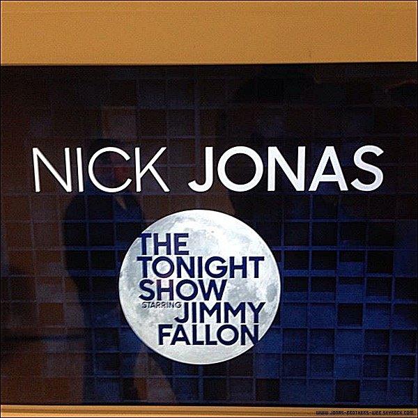 Le 25 Novembre 2014 | Nick s'est rendu sur le plateau de 'Dancing With the Stars'.