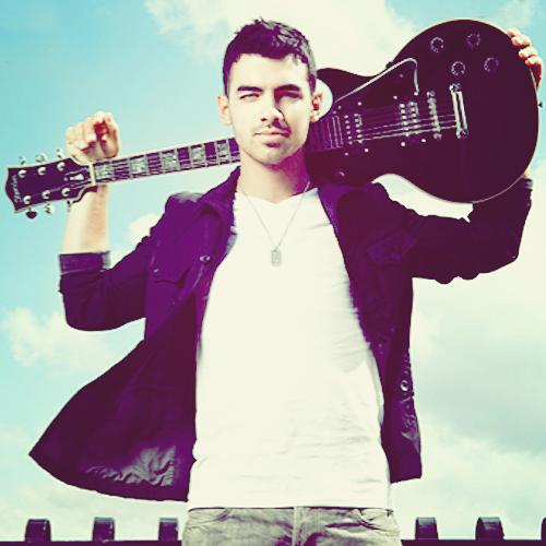 Le 30 Novembre 2014 | Nick est allé au 106.1 KISS FM'S Jingle Ball de Dallas.