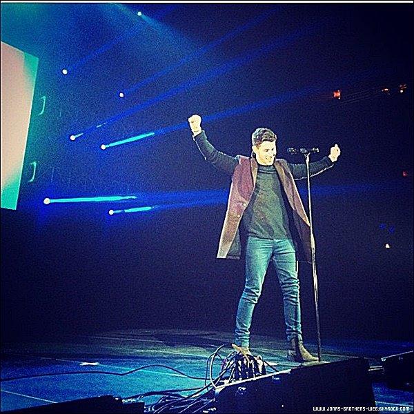 Le 02 Décembre 2014 | Joe est allé au au Logo TV's 2014 NewNowNext Awards à Miami.