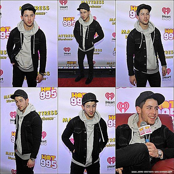 Le 15 Décembre 2014 | Nick a été au Hot 99.5's Jingle Ball à Washington.