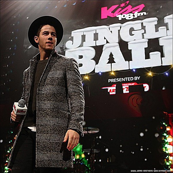 Le 18 Décembre 2014 | Nick était présent au 103.5 KISS FM's Jingle Ball 2014 à Chicago.