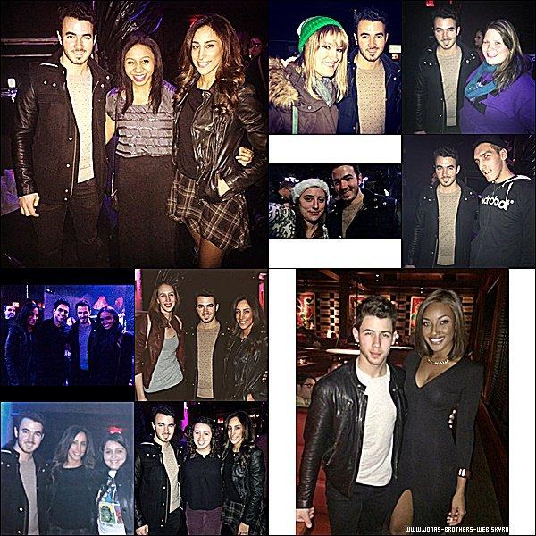 Photos | Nick et Kevin ainsi que Danielle ont posé avec des fans.