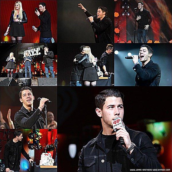 Le 22 Décembre 2014 | Nick est allé au au 93.3 FLZ's Jingle Ball 2014 à Tampa.