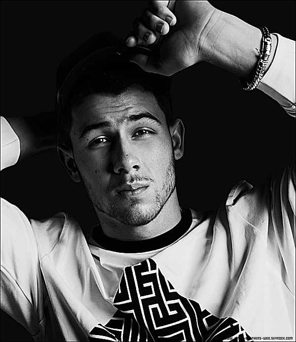 Photoshoot | Nick pose pour le magazine Kode.