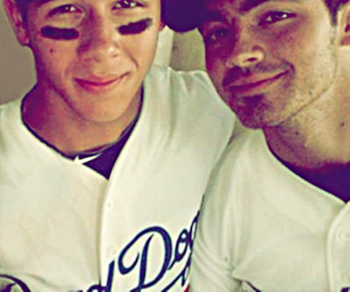 Photos | Joe et Nick ont posé avec deux fan pendant leurs vacances.