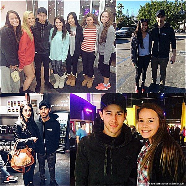 Photos | Nick et Joe ont posé avec des fans.