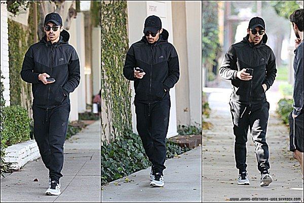 Le 12 Janvier 2015 | Joe arrivant à un rendez vous d'affaire à Los Angeles.