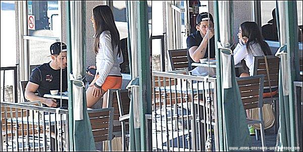 Le 15 Janvier 2015 | Nick et sa chérie Olivia ensemble dans Los Angeles.