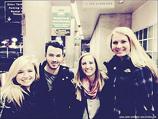 Photo | Kevin a posé avec des fans.