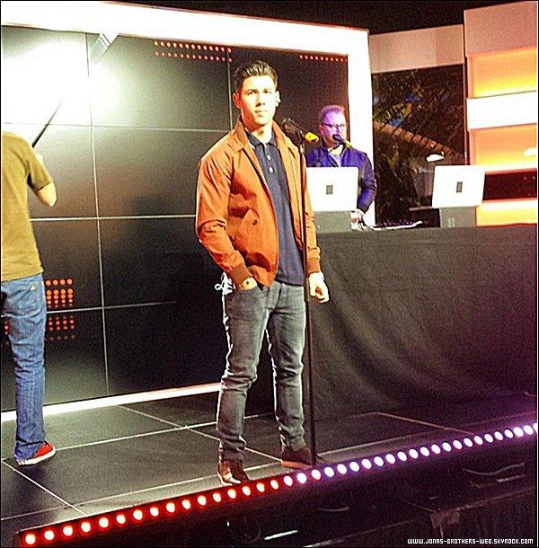 Le 29 Janvier 2015 | Nick en répétition sur le MAG de NRJ 12 à Paris.