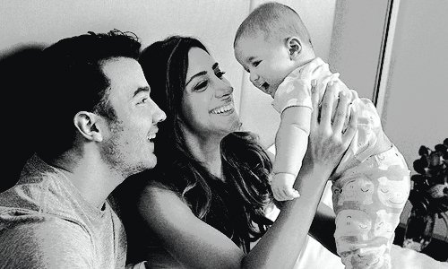 HAPPY BIRTHDAY ALENA ROSE JONAS ! 1 YEARS OLD.