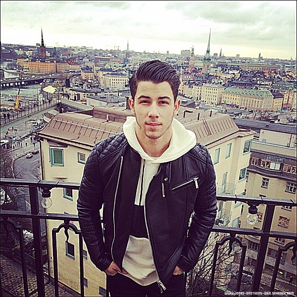 Le 13 Février 2015 | Nick arrivant à l'aéroport d'Oslo en Norvège.