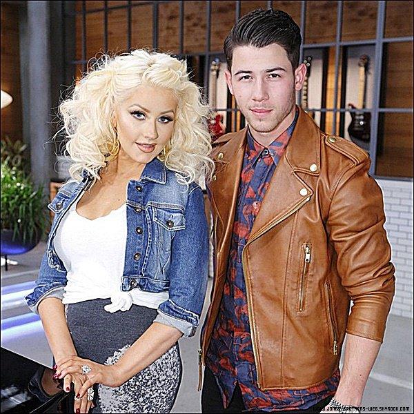 Le 07 Mars 2015 | Nick a prit le temps de posé avec ses fans à la sortis de son hôtel à Sydney, Australie.