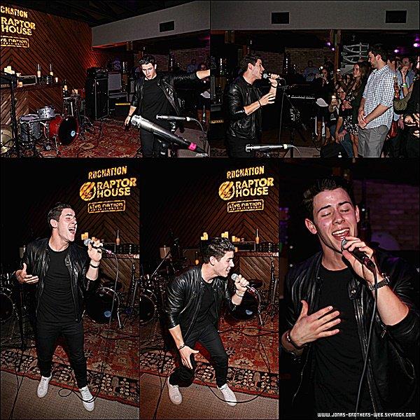 Le 15 Mars 2015 | Nick a donné un petit concert au Texas.