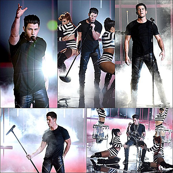 Le 29 Mars 2015 | Nick s'est rendu au iHeartRadio Music Awards 2015 à Los Angeles.