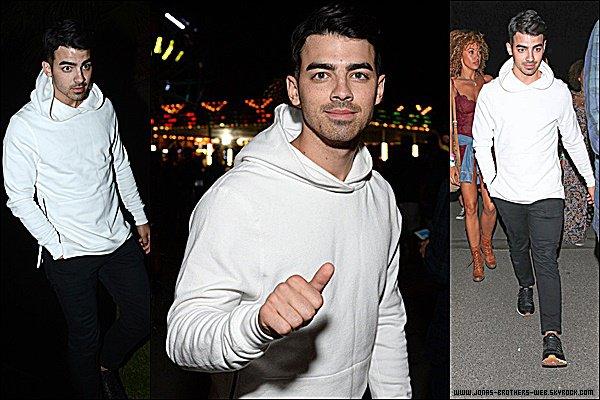 Le 11 Avril 2015 | Nick est arrivé, fatigué, à l'aéroport de Los Angeles.