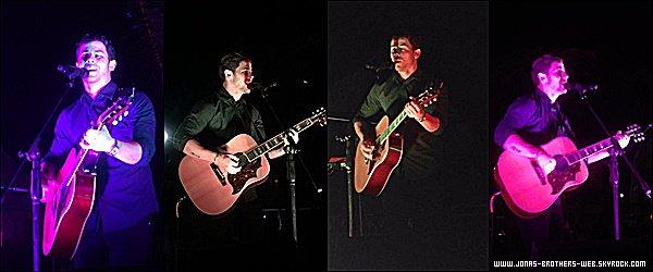 Le 21 Avril 2015 | Nick a donné un petit concert au Bowling Green State University.