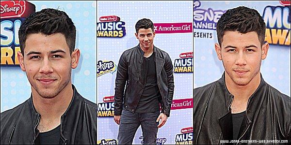 Le 25 Avril 2015 | Nick, Olivia et Joe ce sont rendu au Radio Disney Music Awards à Los Angeles.