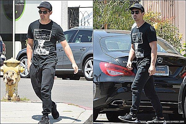 Le 03 Mai 2015 | Joe de sortis dans West Hollywood en pleine nuit.