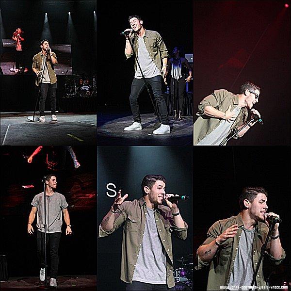 Le 16 Mai 2015 | Nick s'est rendu au Kiss Concert 2015 afin de donné un petit concert.