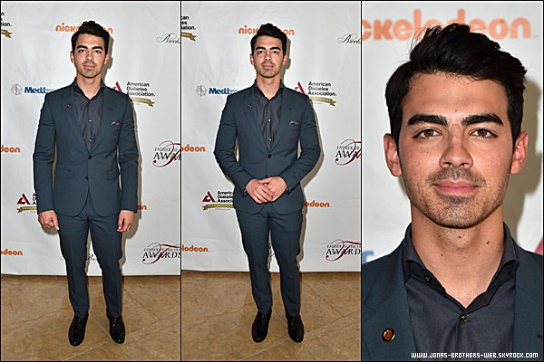 Le 18 Juin 2015 | Joe, Nick et leurs parents au Greater Los Angeles [...] Father of the Year Awards.