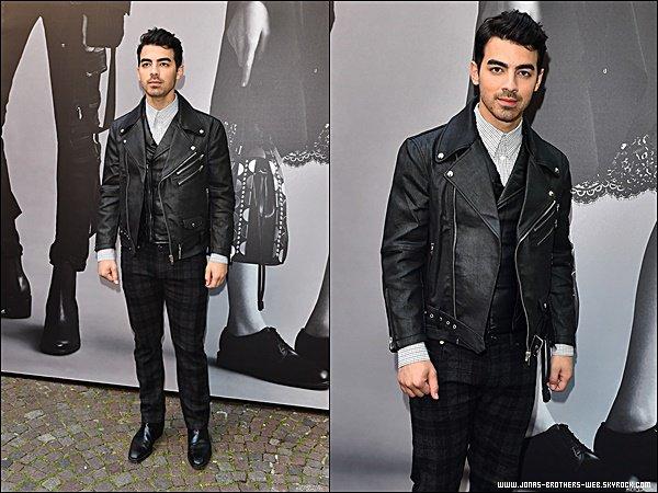 Le 22 Juin 2015 | Joe est allé au défilé de Diesel Black Gold à Milan en Italie.