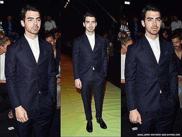 Le 23 Juin 2015 | Joe est allé au défilé de Dsquared2 à Milan en Italie.