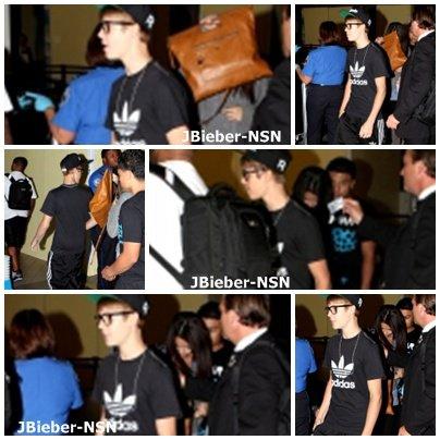 17.09.11 Justin & Selena arrivant à LAX airport