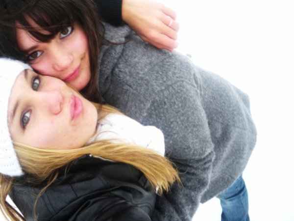 Nous avons toujours une personne qui sera toujours la pour nous a chaque moment , Moi c'est elle  depuis 10 ans <3