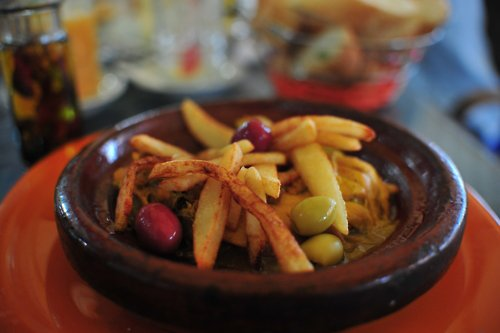 """D'apres Jabir , Le prophète ( Aleyhi Salat Wa Salam ) a dit : """"Certes le repas le plus aimé par Allah est celui sur lequel les mains sont nombreuses"""" / Rapporté par Abu Ya'la et authentifié à AlBany"""