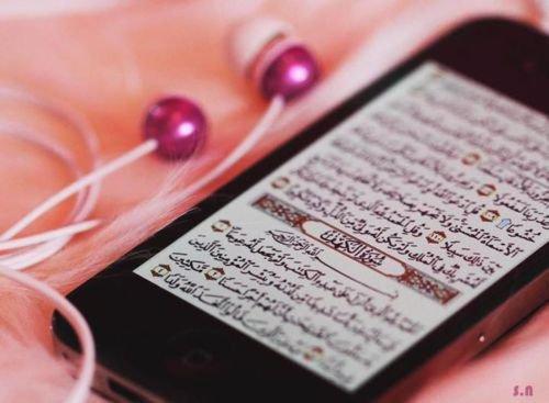 Il y a deux amours qui ne peuvent pas cohabiter dans le même c½ur : l'amour du Coran et l'amour de la musique, en effet, l'un chassera l'autre.